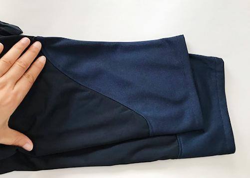 紺色長ズボン裾